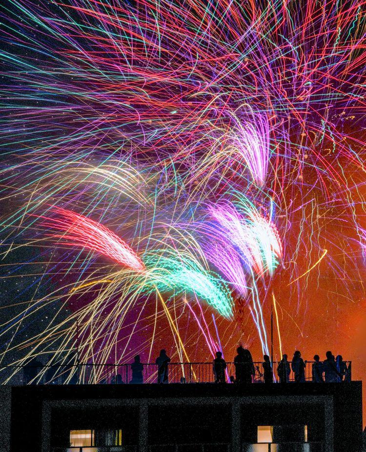 Fireworks shadow picture - japan - yoshirou   ello