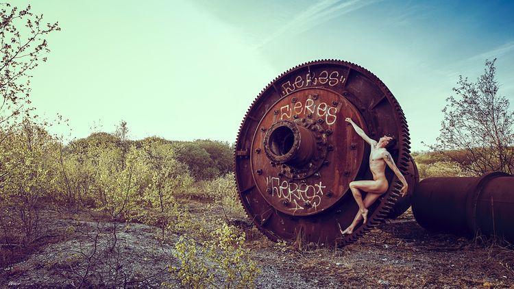 Wheel time piece, work sale, or - masterartist | ello