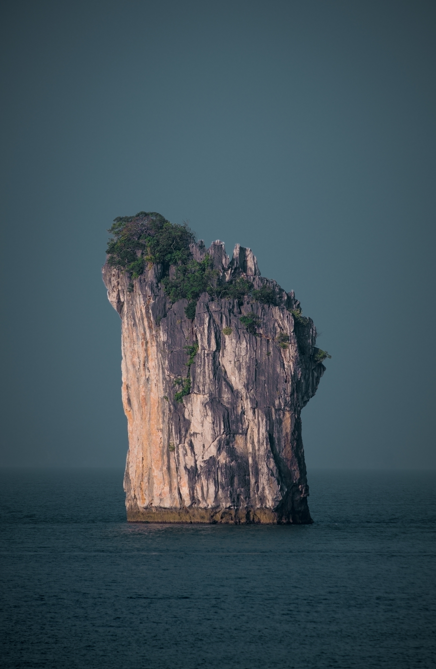 Isolated - vietnam, baitulongbay - ilirtahiri | ello