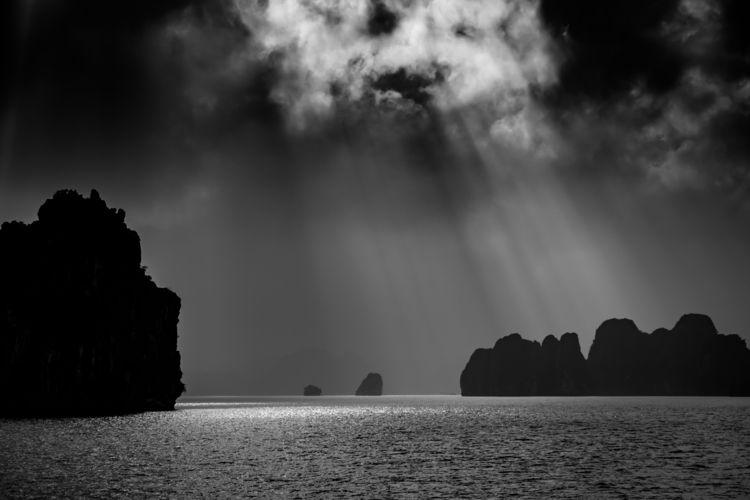 Sunlights Bay - vietnam, baitulongbay - ilirtahiri | ello