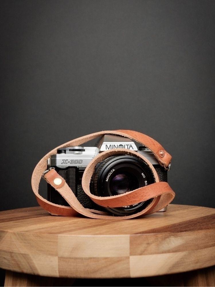 English Tan camera straps stock - strapandgo | ello