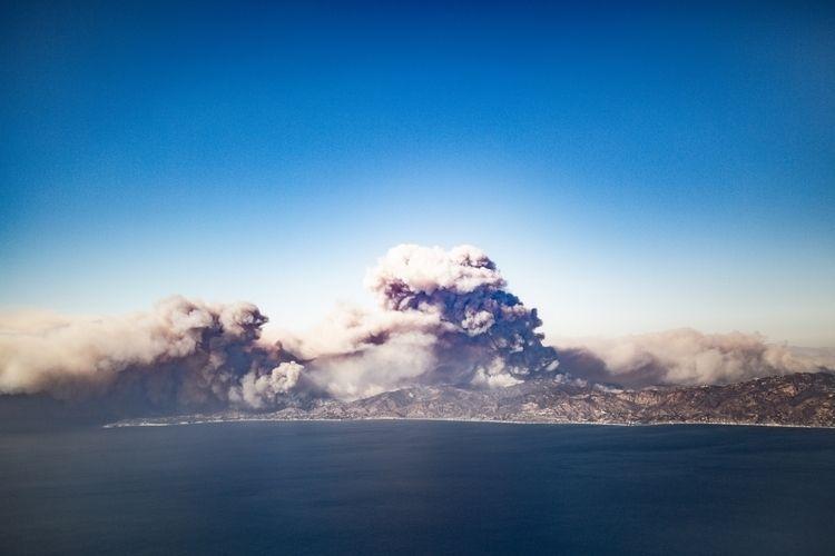 Woolsey Fire, Nov. 2019. Malibu - lightproofmedia | ello