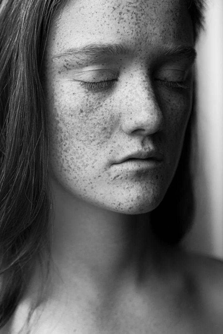 Fiona - portrait, bw, blackandwhite - socramphotophobia | ello