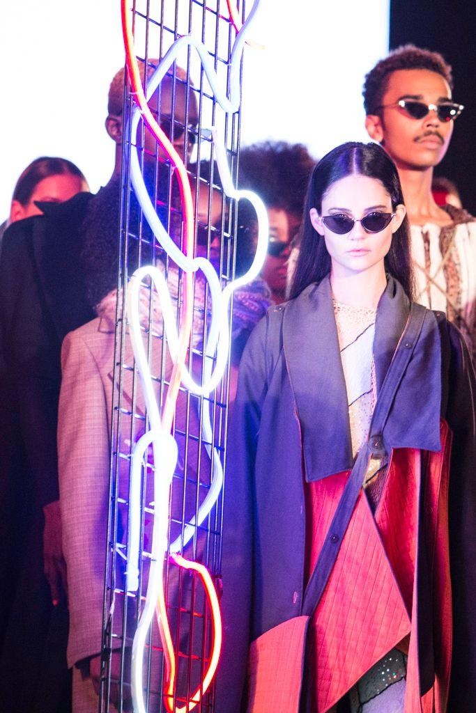 Montréal - FMD, woman#Fashion#neon#photograph - studiophotophoremtl | ello