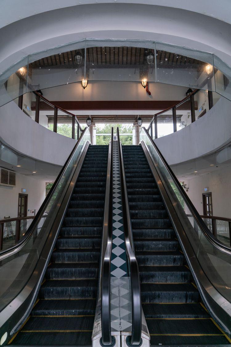 beautiful elevator hong kong - jonathan_tsc | ello