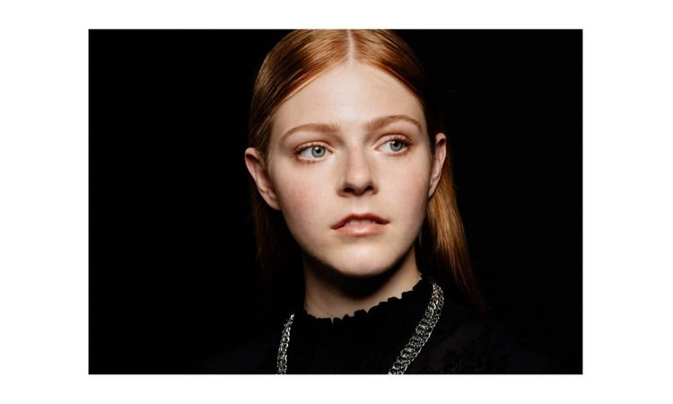 Lea Beautymodelmgmt - portrait, studio - sh-i   ello