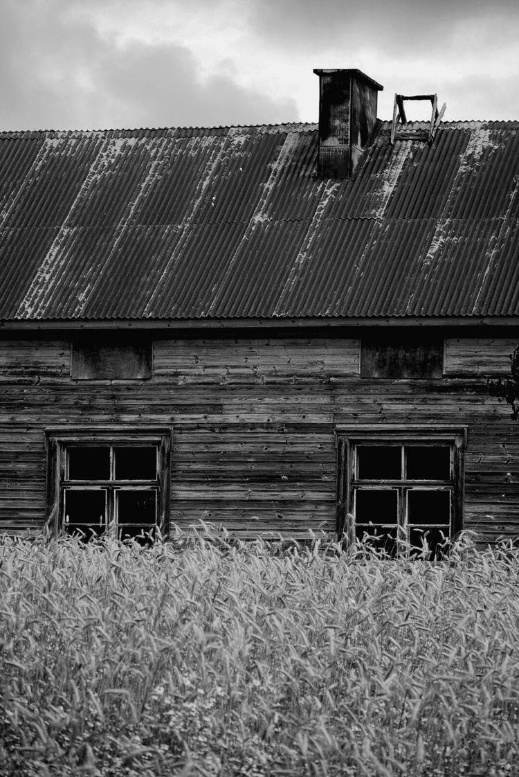 deserted house, Kuivaisen kylä - taari | ello