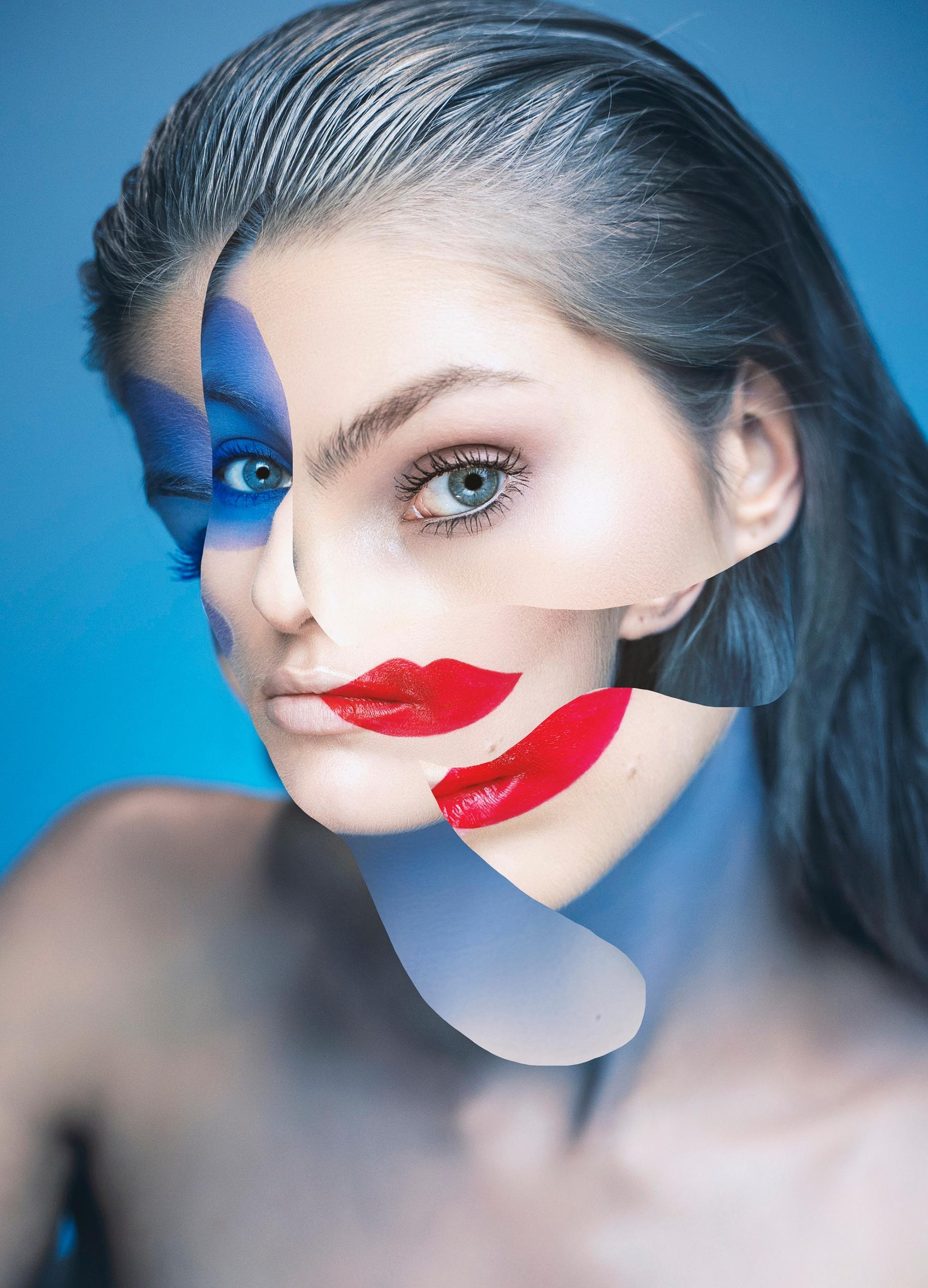 Zdjęcie przedstawia portret kobiety na niebieskim tle. Twarz kobiety zasłonięta jest przez inne fragmenty zdjęć.