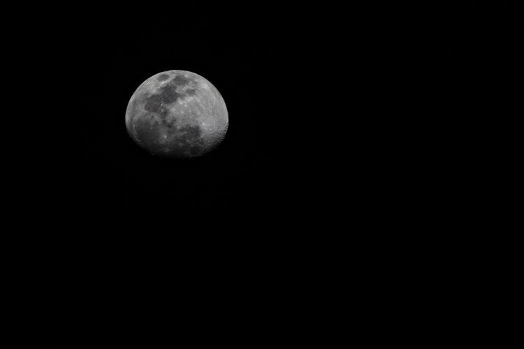 Moon Dallas Texas 2019 Canon T4 - dangilman | ello