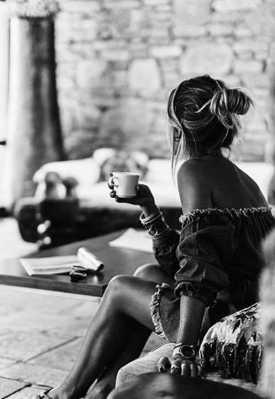 girl wake early morning; black  - lolosbri | ello