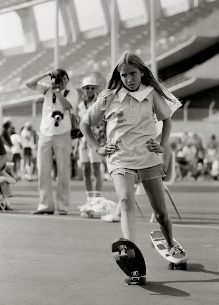 Laura Thornhill. 1975. Hugh Hol - hughholland | ello