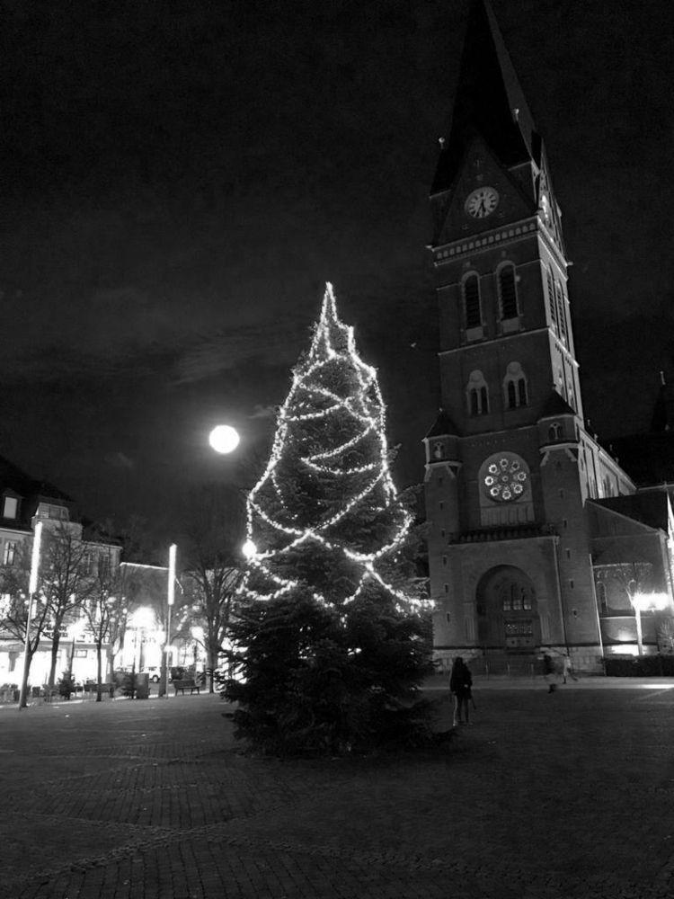 Neheim - church, night, photography - ivop | ello