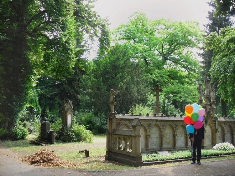 « everyday balloons » | 2013 - vburkert | ello