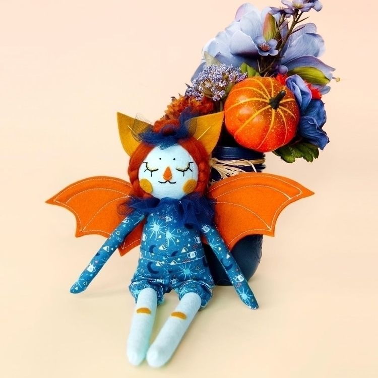 🦇🧡 - handmade, dollmaker, designertoy - nightlymade | ello
