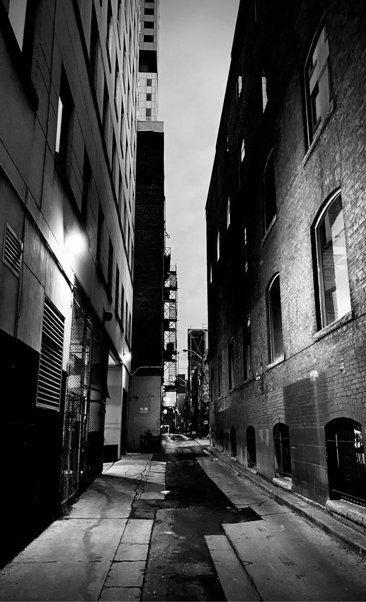 Alley downtown Toronto - robertocentazzo | ello