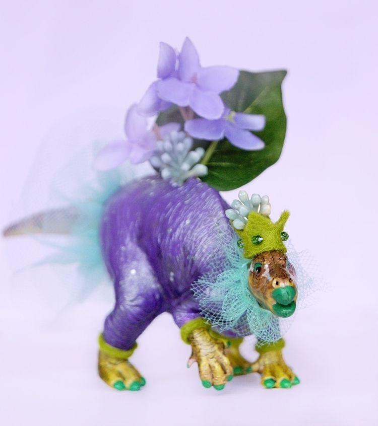 Iguanodon Iguano-party-don! tim - nightlymade | ello