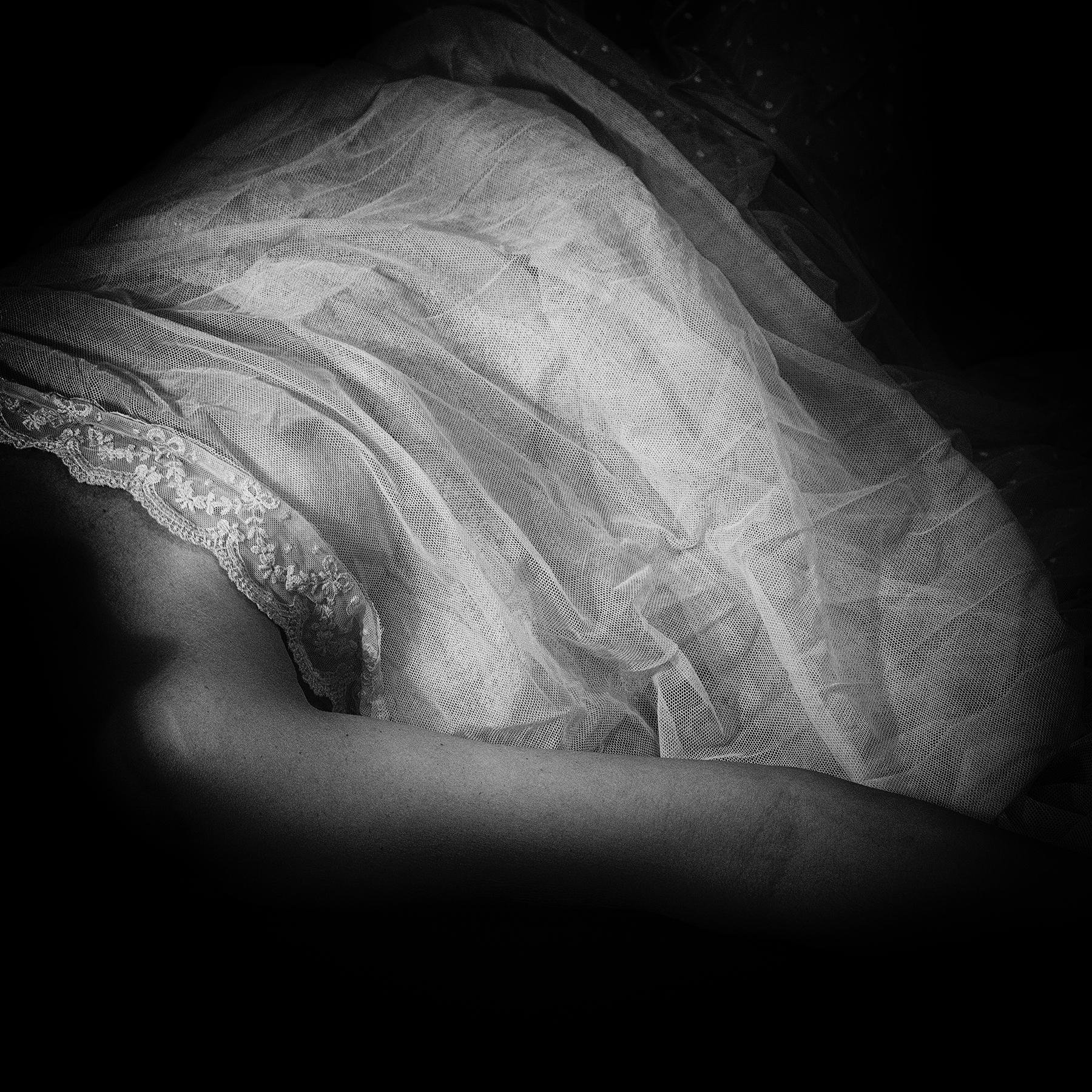 dreaming light - body, blackandwhitephotography - anagilbert | ello