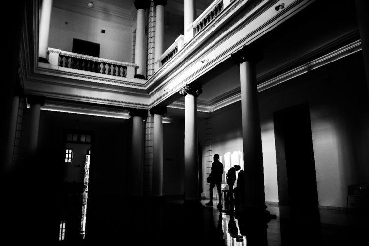 blackandwhite, streetphoto, streetphotography - oscarhwisdom | ello