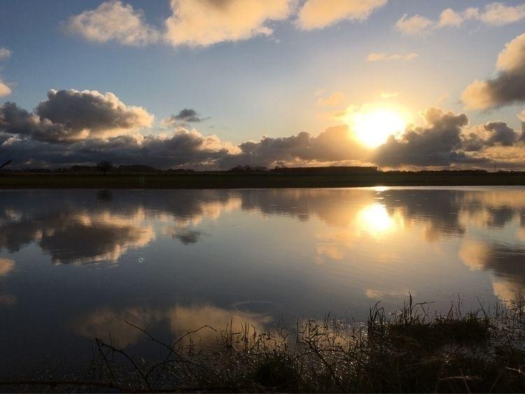 Sunset reflection - pianotpot | ello