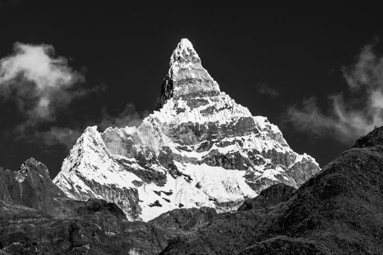 Chacraraju Este, Cordillera Bla - papa_delta | ello