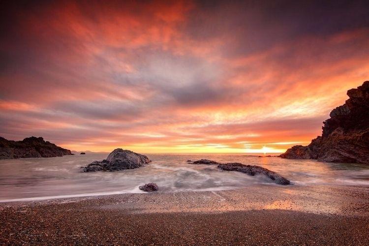 Sunset llanddwyn island, North  - paulbullen | ello