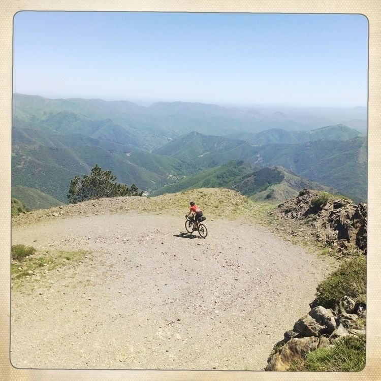 Downhilling Mont Aigoual gravel - gekopaca | ello