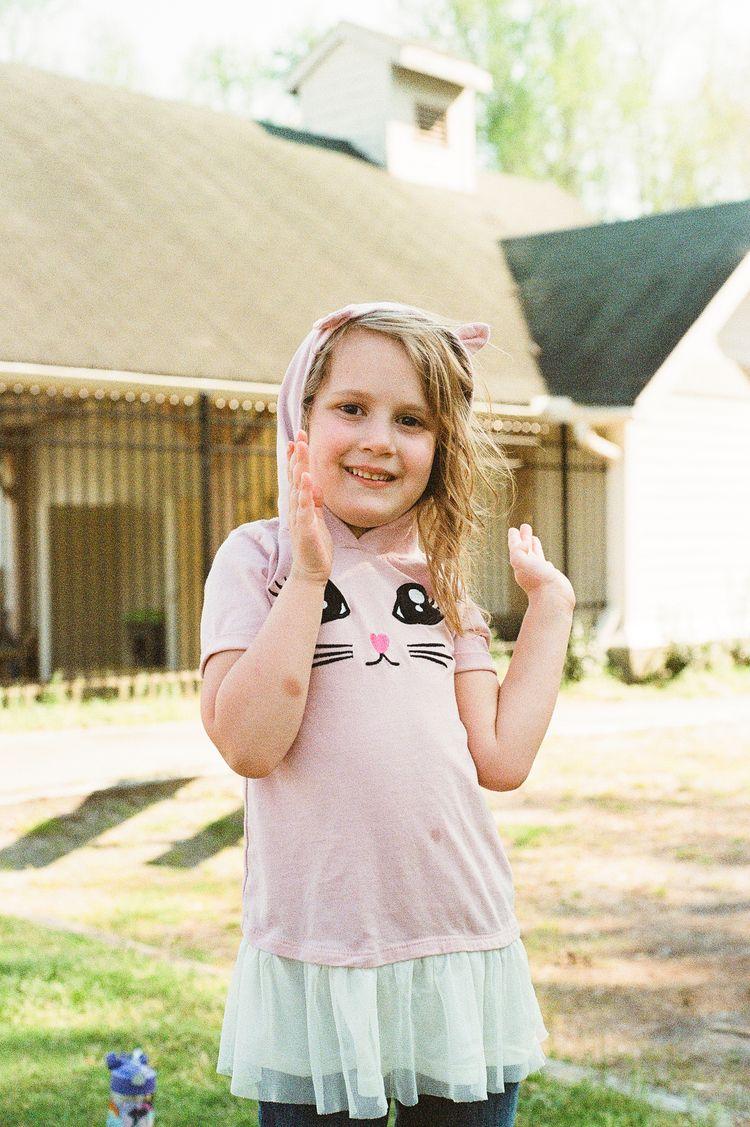 girl asked photo neighborhood,  - marvinehlers   ello