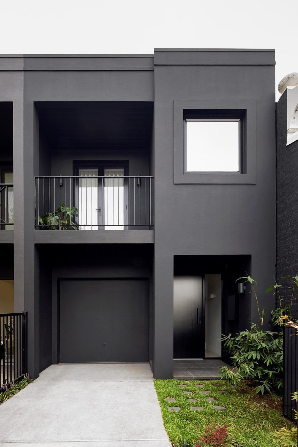 South Yarra townhouse reset, re - minimalissimo | ello