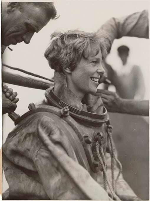 July 25, 1929, Amelia Earhart d - jc-arts | ello