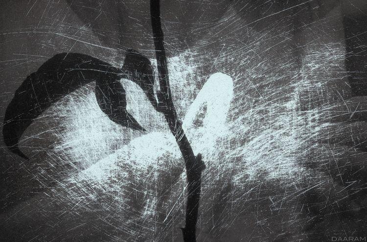 Onyx: Mixmedia. Manually scratc - daaram | ello