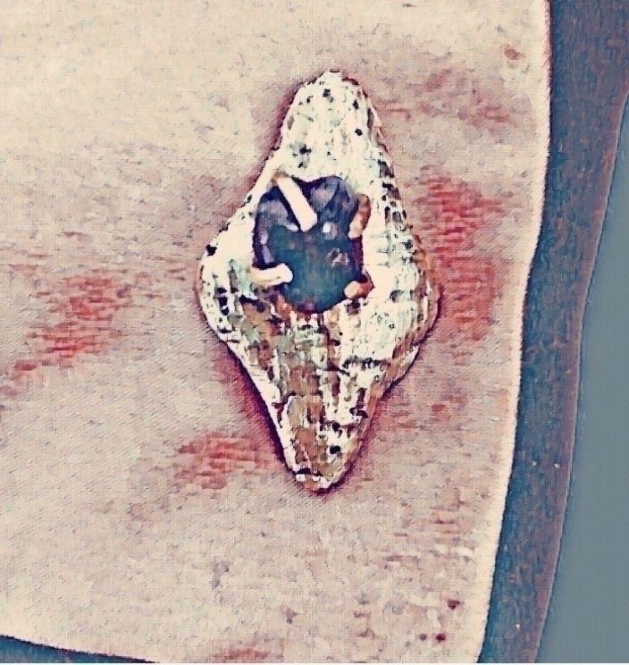 Brooch. Brass raw amethyst elli - mariaelen | ello