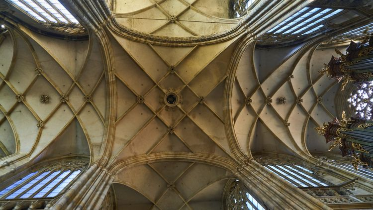 Gothic - prague, photography, church - thojen | ello