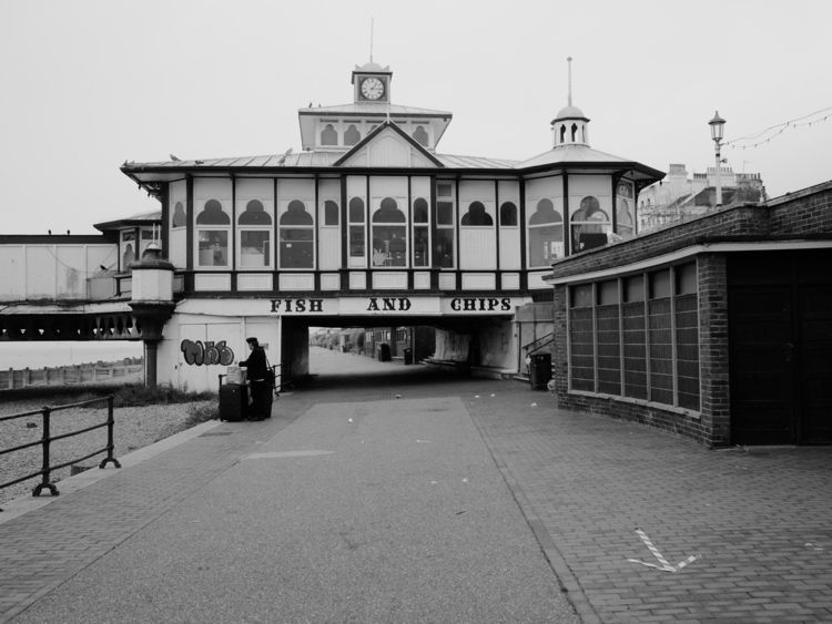 Approaching Eastbourne Pier pie - skazman | ello