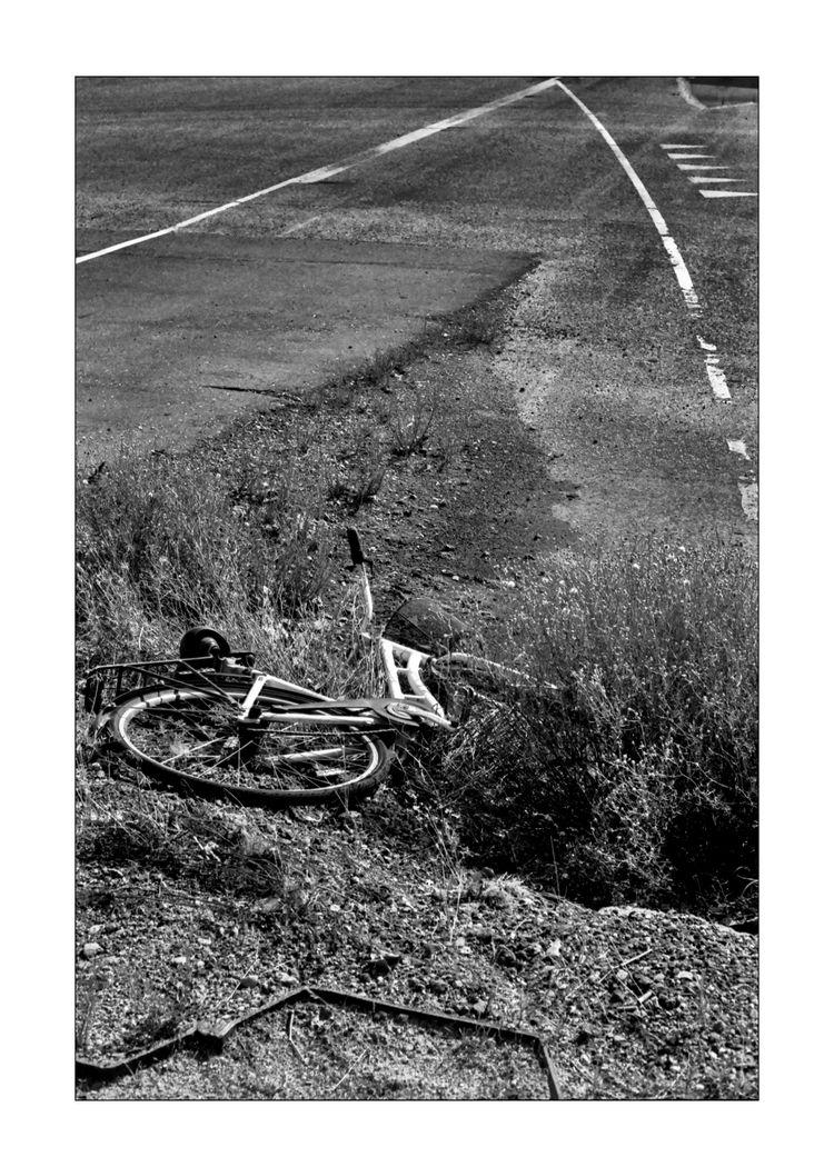 Bike lines - leica, m5, analogue - pihl | ello