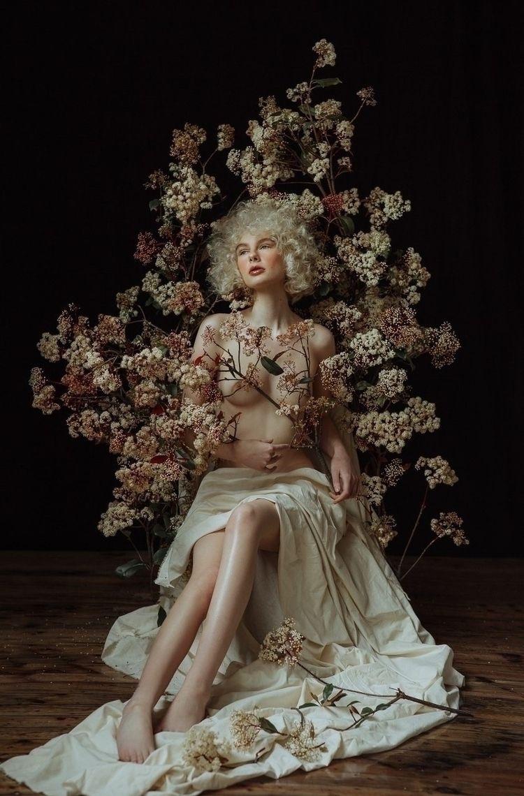 Flora Dream:sparkles: Model - T - kbrook | ello