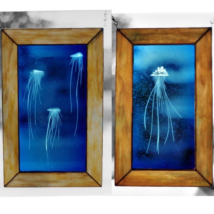 2 photos 3 Jelly fish (left) Po - thoskite | ello