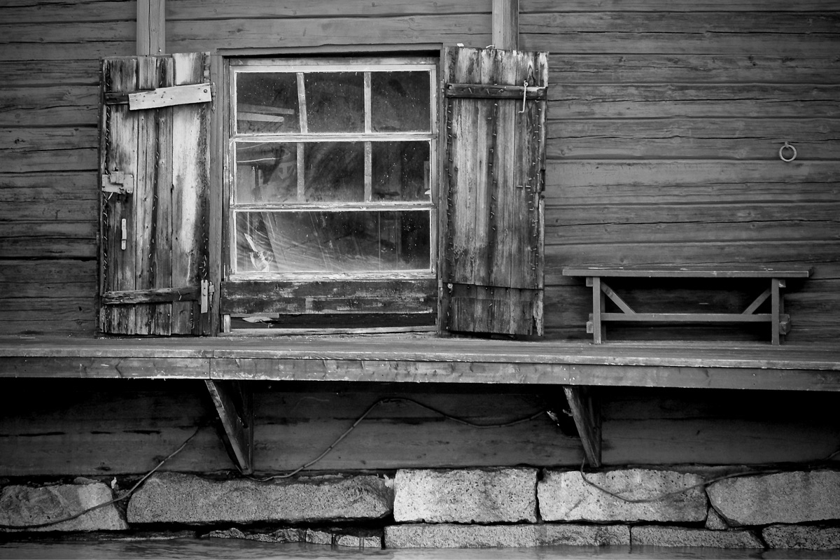 town, Porvoo Finland - window, bench - taari | ello