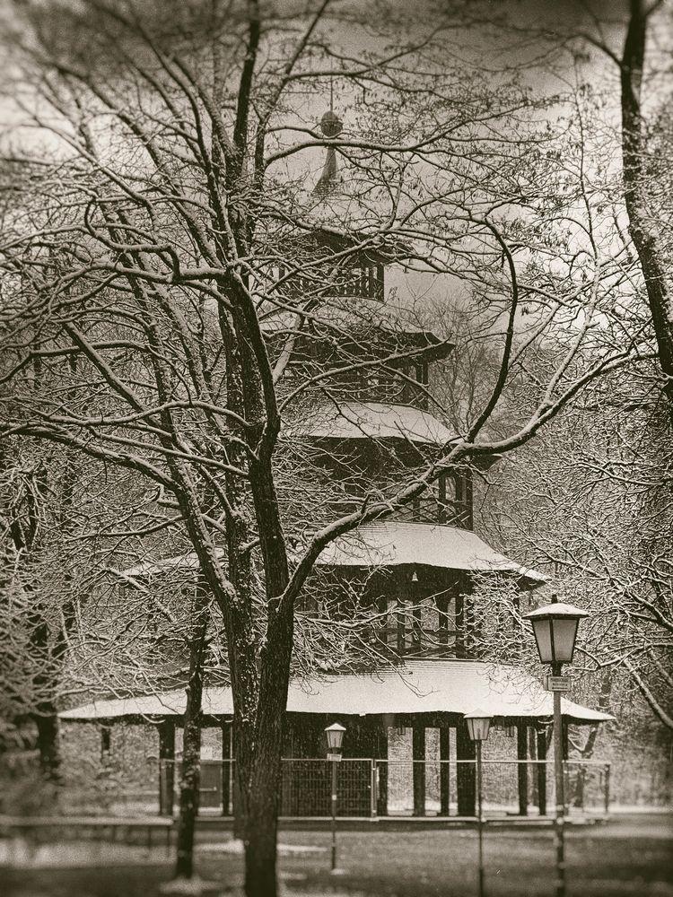 Munich Lockdown Turm Garten - winter - christofkessemeier   ello