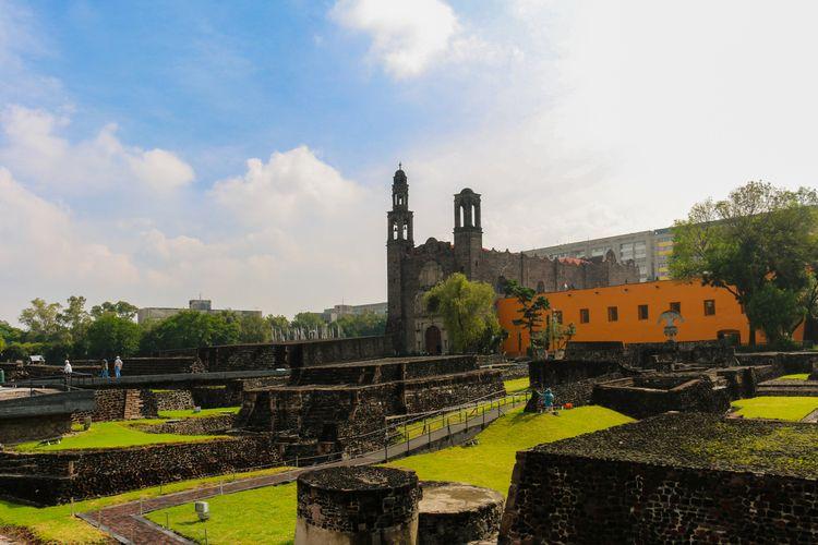 Plaza de las Tres Culturas (Squ - mrmonkey | ello