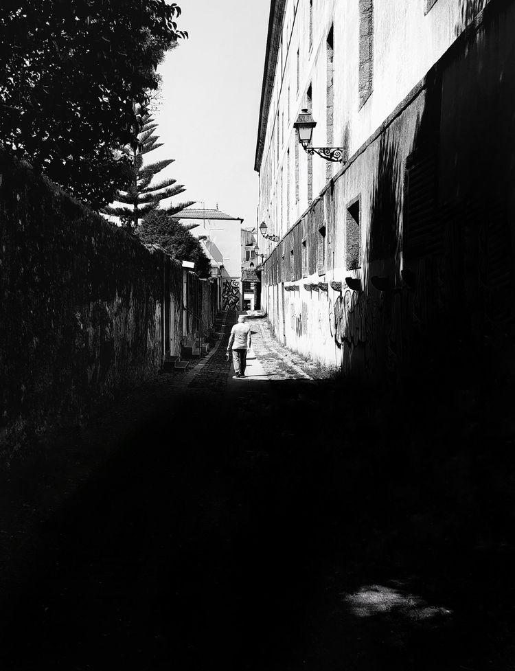 worth Porto, Portugal - blackandwhite - teresaforever   ello
