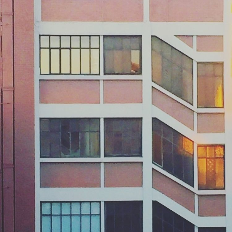 Mondrian (Paris 11) à Ménilmo - alexosinho | ello