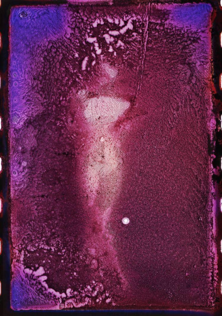 Nu desendant escalier  - alteredfilm#film#studio#argentique#diapo#color#wooman - studiophotophoremtl | ello