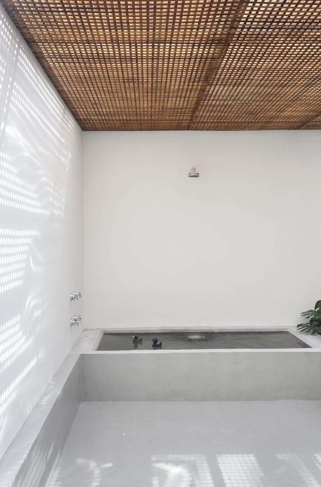 Bathroom brise soleil ceiling.  - upinteriors | ello