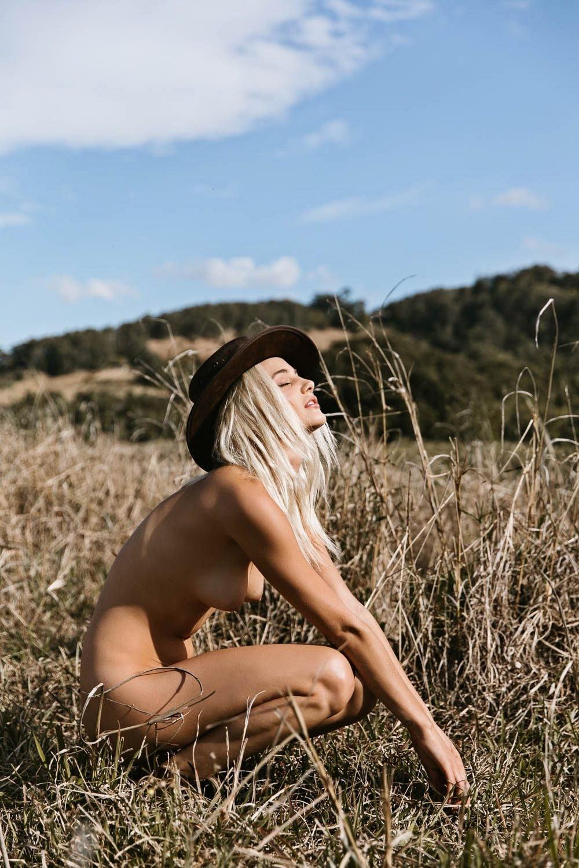 girls hats - thewonderer | ello