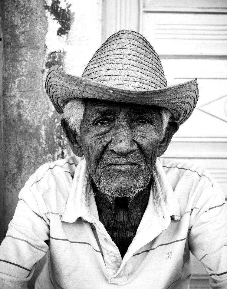 [ARCHIVE PHOTO] Cuban Street Po - westdocs   ello
