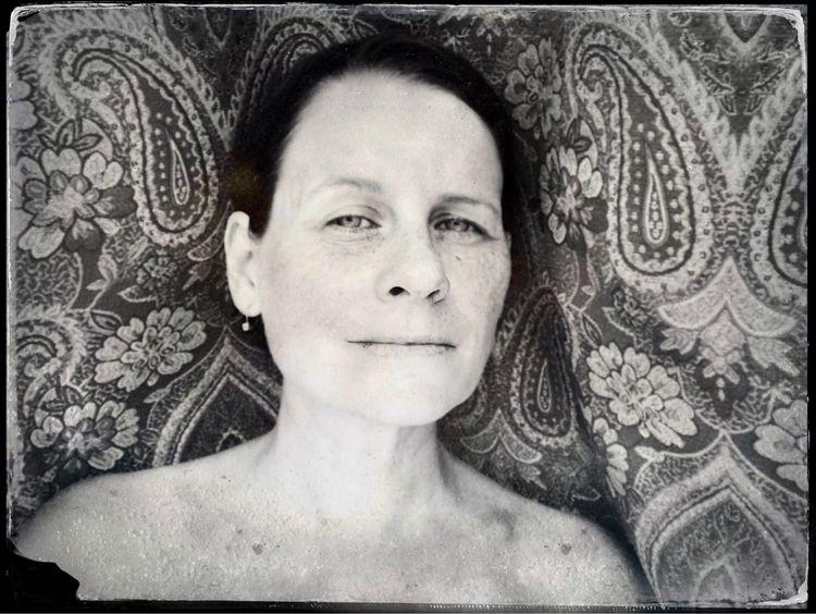 portrait important 6/21/20211 - Naturenehemias#Iphonephotography#Blackandwhitephotography - naturesmiles | ello