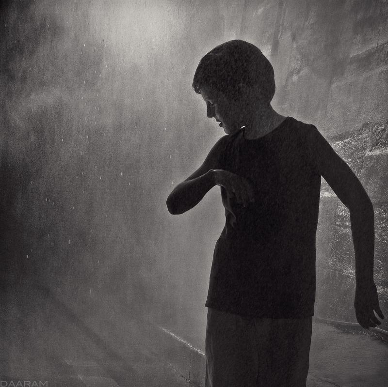 Dreamer: Young boy playing wate - daaram | ello