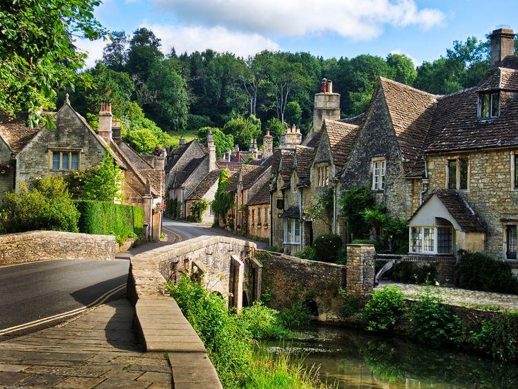 Castle Combe, Wiltshire, pretti - neilhowardphotos | ello