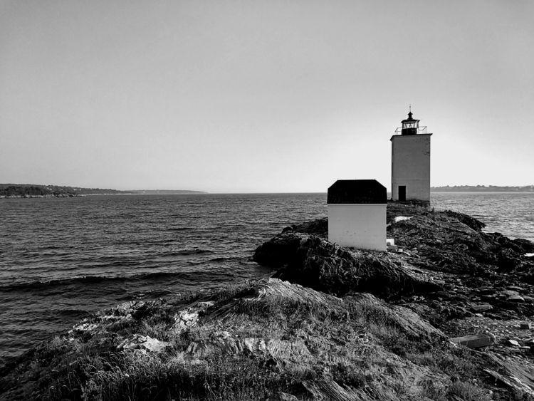 Dutch Island light, view south  - frederickfullerton | ello