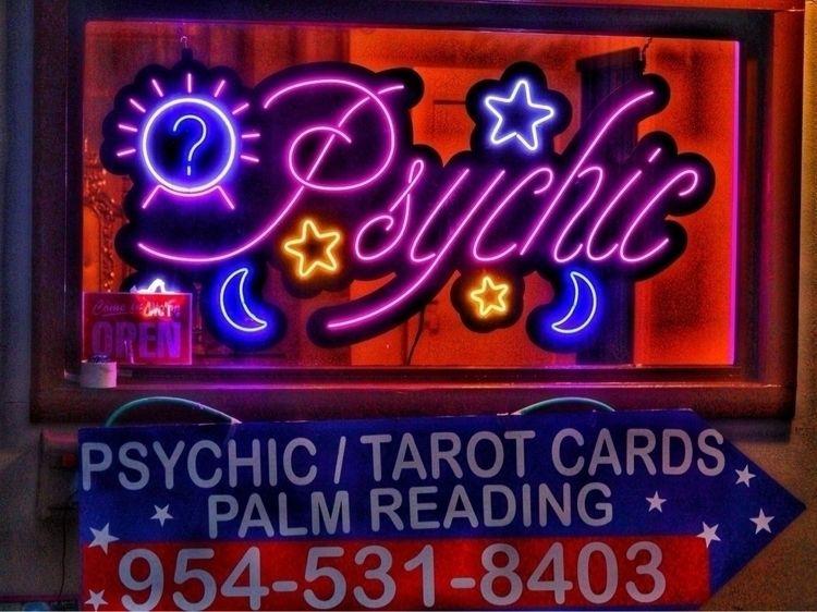 psychic, tarotcards, palmreading - johnnycash82 | ello